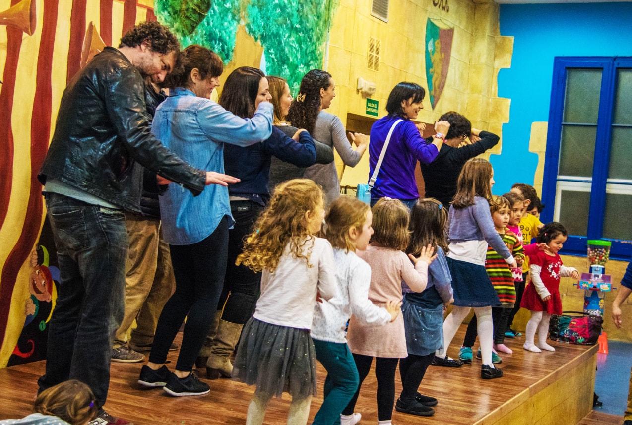todos bailan en nuestro chiquipark