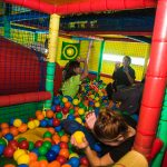 Fiestas de adultos en piscina de bolas